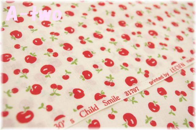LECIEN Retro 30's Child Smile アップル&チェリー 生成り×レッド 31797-30 (約110cm幅×50cm)