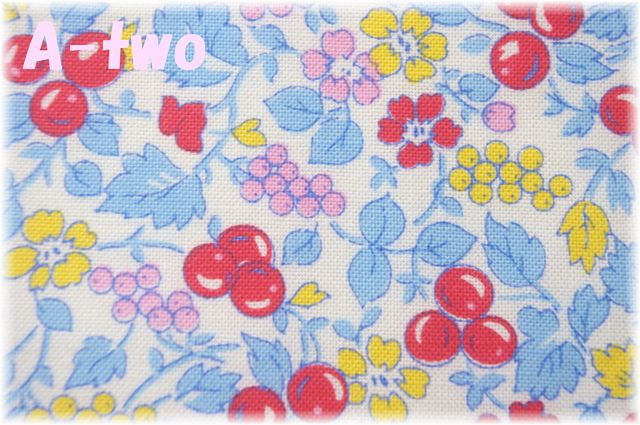 Washington Street Studio Vintage 30's Florals Fruit ブルー 26646-B (約110cm幅×50cm)